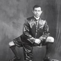 مردی با سه پا