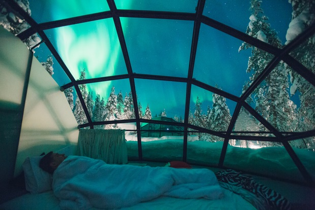 تماشای شفق های قطبی از درون ایگلوهای شیشه ای